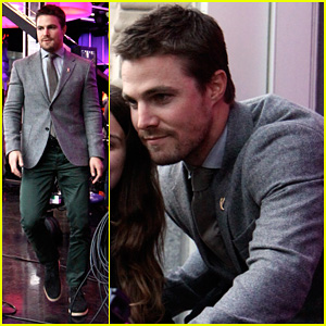 Stephen Amell: 'New.Music.Live' Appearance!