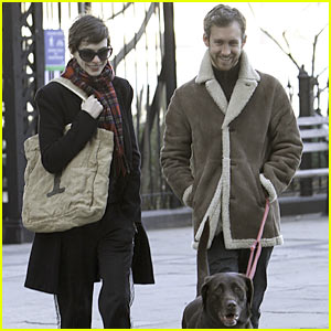 Anne Hathaway: Thanksgiving Stroll with Adam Shulman!