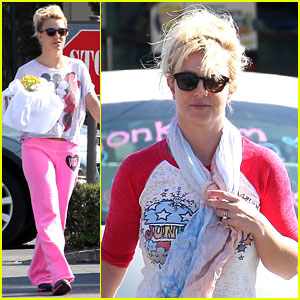 Britney Spears: Fast Food &#038; Flower Shopping!