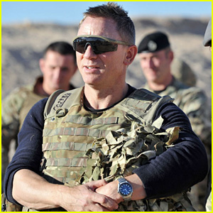 Daniel Craig Visits British Troops in Afghanistan!