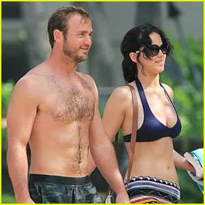 Jennifer Lawrence: Thanksgiving Bikini!