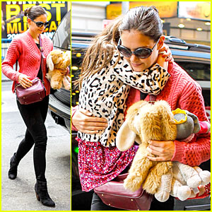Katie Holmes: 'Dead Accounts' Rehearsals with Suri!