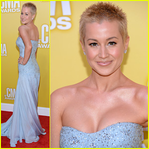 Kellie Pickler - CMA Awards 2012 Red Carpet