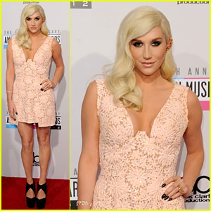 Ke$ha - AMAs 2012 Red Carpet