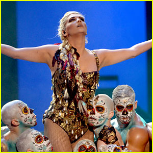 Ke$ha's AMAs Performance 2012 - Watch Now!