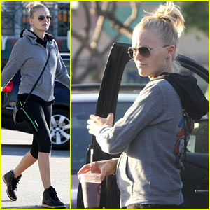 Malin Akerman: Whole Foods Baby Bump!