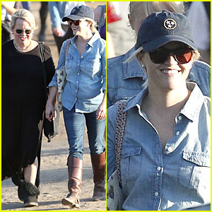 Reese Witherspoon: Ava's Track Event with Mother Betty!