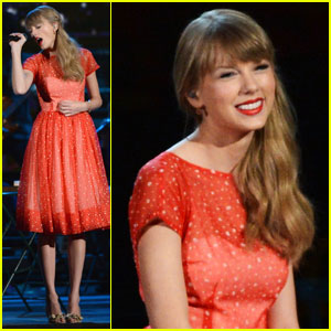 Taylor Swift: 'Begin Again' Live Performance at CMAs - WATCH NOW