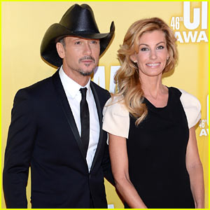 Tim McGraw & Faith Hill - CMA Awards 2012 Red Carpet