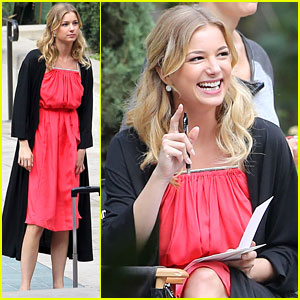 Emily VanCamp: 'Revenge' Set Break!