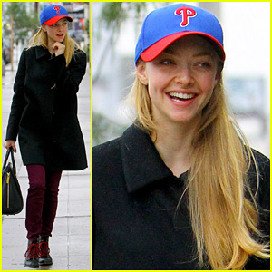 Amanda Seyfried: Philadelphia Phillies Pride!