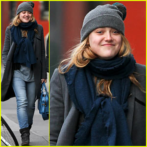 Dakota Fanning: Chilly SoHo Stroll!
