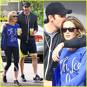 Emily Blunt & John Krasinski: Lemonade Kissing Couple!