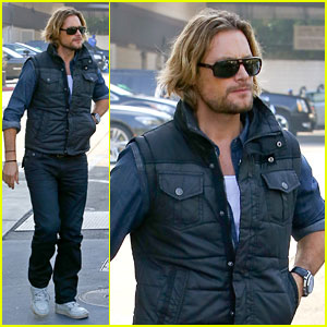 Gabriel Aubry: Burgers for Lunch!