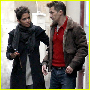 Halle Berry & Olivier Martinez Continue Their Paris Vacation!