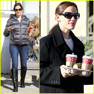 Jennifer Garner is Ready For Christmas!