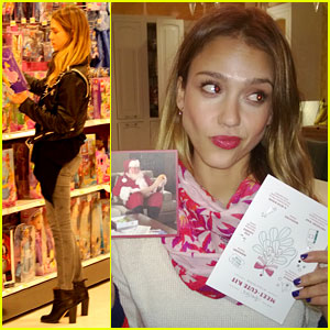 Jessica Alba: Mindy Kaling's Xmas Card is the Best!