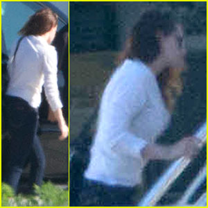 Kristen Stewart: Private Jet Takeoff in Los Angeles!