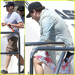 Leonardo DiCaprio: Sydney Boat Ride with Jonah Hill!