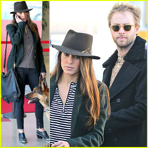 Nikki Reed & Paul McDonald: Airport with the Pups!