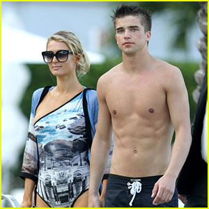 Paris Hilton &#038; Shirtless River Viiperi: Miami Pool Pair!