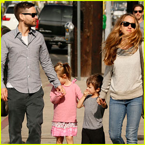 Tobey Maguire: Family Day Outing!