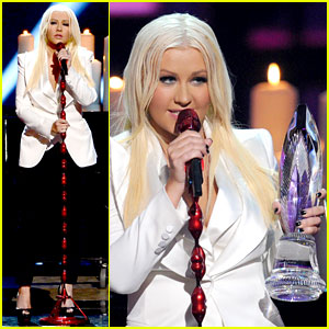 Christina Aguilera: People's Choice Awards 2013 Performance - Watch Now!