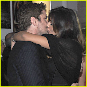 Gerard Butler & Madalina Ghenea: New Year's Eve Kiss!