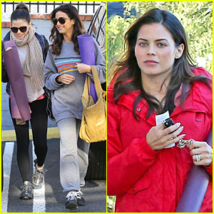 Pregnant Jenna Dewan: Pre-Golden Globes Yoga with Emmanuelle Chriqui!