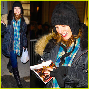 Jessica Chastain: Sign Language After 'Heiress' Performance!
