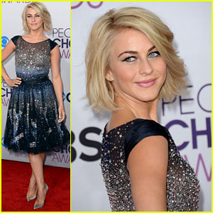Julianne Hough - People's Choice Awards 2013 Red Carpet