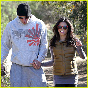 Pregnant Jenna Dewan &#038; Channing Tatum: Hiking with the Dogs!