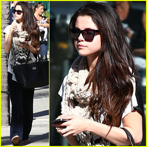Selena Gomez Talks Vanessa Hudgens & Taylor Swift Friendships