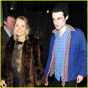 Sienna Miller & Tom Sturridge: 'No Quarter' Press Night!