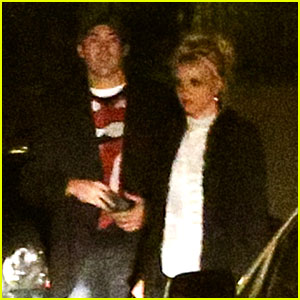 Britney Spears: Valentine's Day Dinner with Mystery Guy!