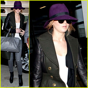 Jennifer Lawrence Takes Off to London for BAFTAs!