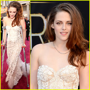 Kristen Stewart - Oscars 2013 Red Carpet on Crutches!
