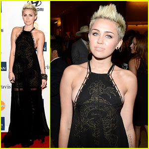 Miley Cyrus hits the red carpet at the Clive Davis  amp  The Recording    Miley Cyrus Grammys 2013