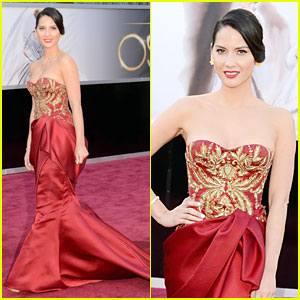 Olivia Munn - Oscars 2013 Red Carpet