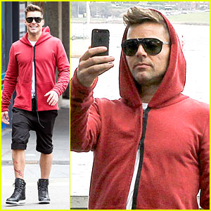 Ricky Martin: Australian Sightseeing at the Harbour Bridge!