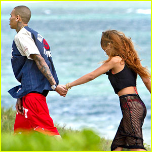 Rihanna: Birthday Stroll with Chris Brown in Hawaii!