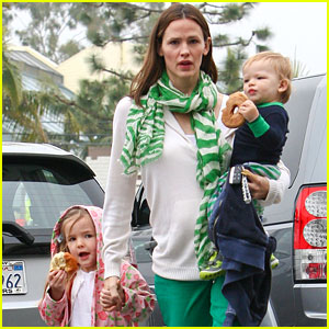 Jennifer Garner: St. Patrick's Day Shopping with Seraphina &#038; Samuel