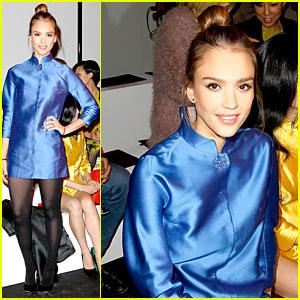 Jessica Alba: Shiatzy Chen Fashion Show!