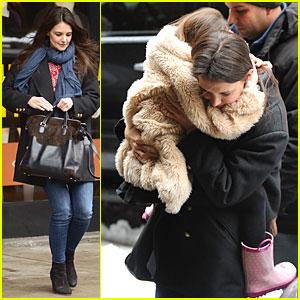 Katie Holmes & Suri: Snowy Visiting Duo!