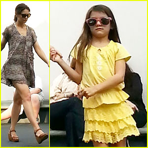 Katie Holmes & Suri: Disney World Mother-Daughter Duo!