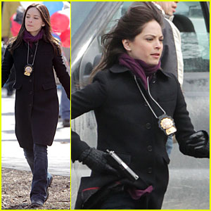 Kristin Kreuk: Gun Carrying 'Beauty and the Beast' Scene!