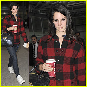 Lana Del Rey: London Arrival After Echo Awards Wins!