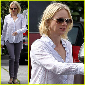 Naomi Watts on Her Stylist: She Pushes Me to Be Daring!