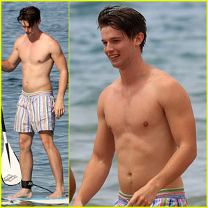 Patrick Schwarzenegger: Shirtless Hawaii Hottie!