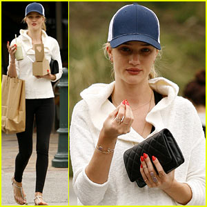 Rosie Huntington-Whiteley: Healthy Juice Run!